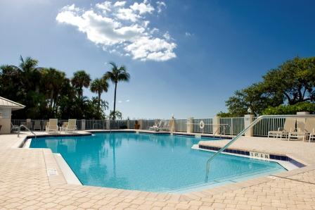 http://www.resortharbourproperties.com/custimages/pic13-BayView-Pool.jpg